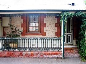 The Lion Cottage - Accommodation Bookings