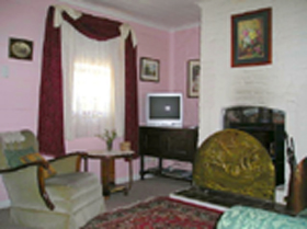 Hollyhock Cottage - Accommodation Bookings