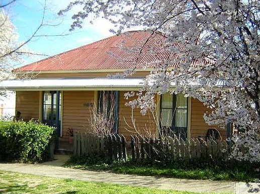 Cooma Cottage - Accommodation - Accommodation Bookings