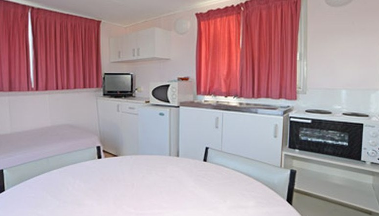 Aukaka Caravan Park - Accommodation Bookings
