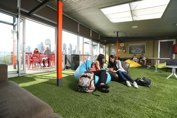Melbourne Metro YHA - Hostel - Accommodation Bookings