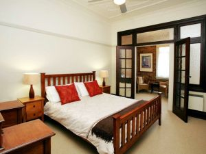 The Bank Guesthouse - Accommodation Bookings