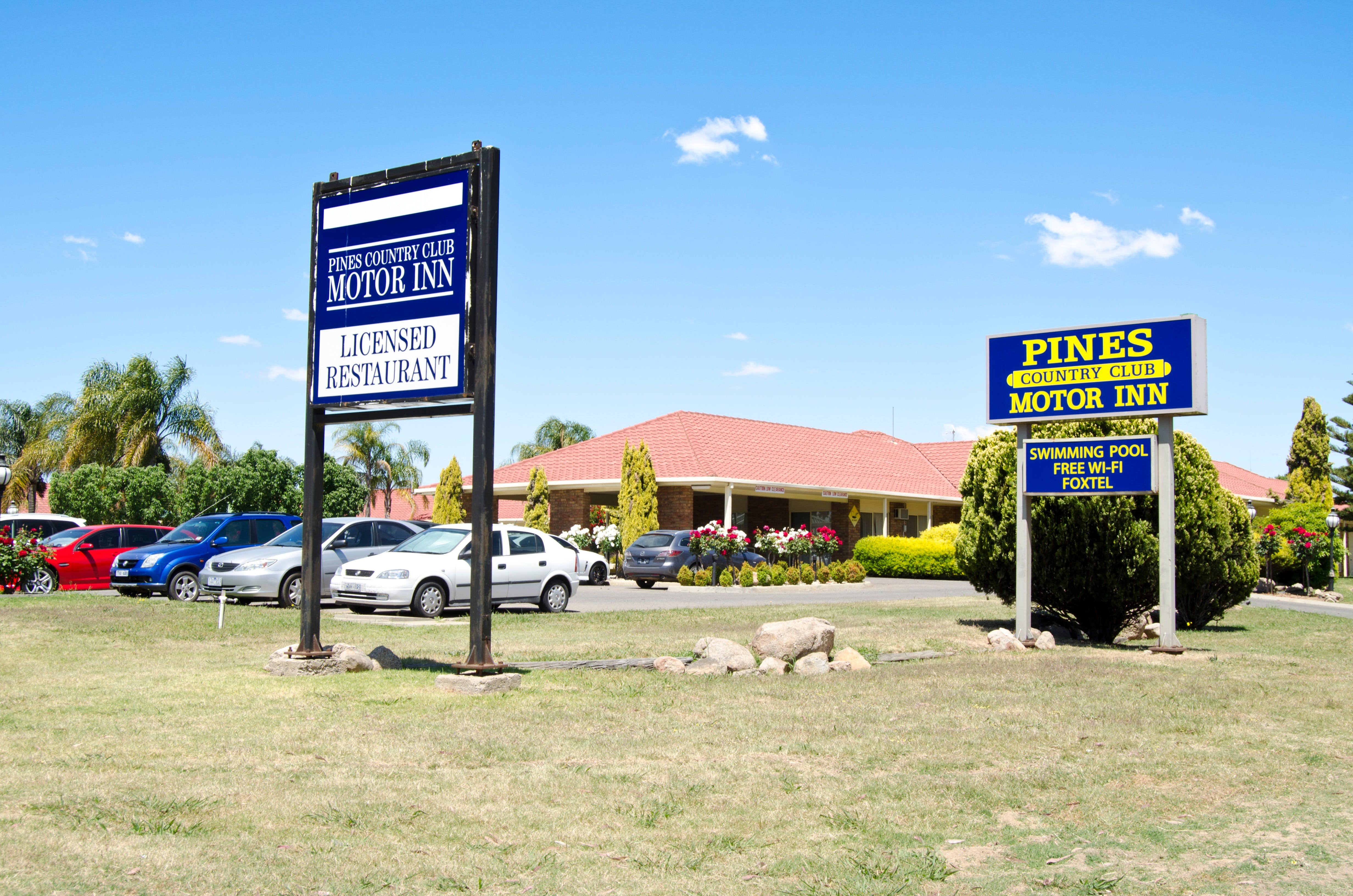 Pines Country Club Motor Inn - Accommodation Bookings