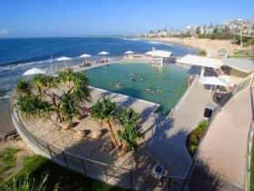 Kings Beach - Beachfront Salt Water Pool - Accommodation Bookings