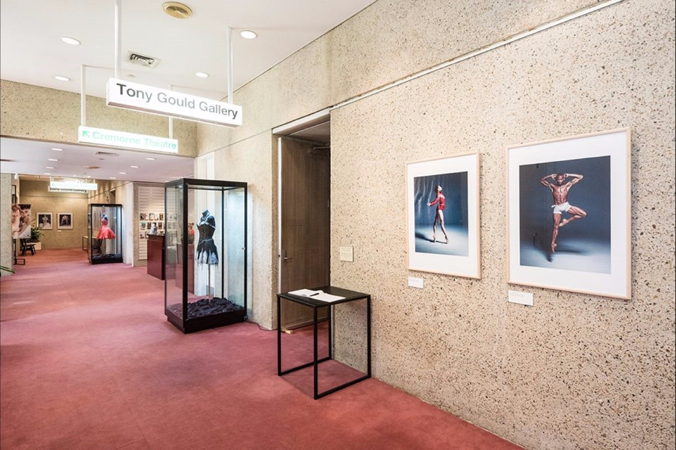 Tony Gould Gallery - Accommodation Bookings