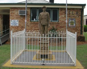 Soldier Statue Memorial Chinchilla - Accommodation Bookings