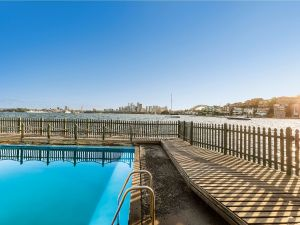 Maccallum Pool - Accommodation Bookings