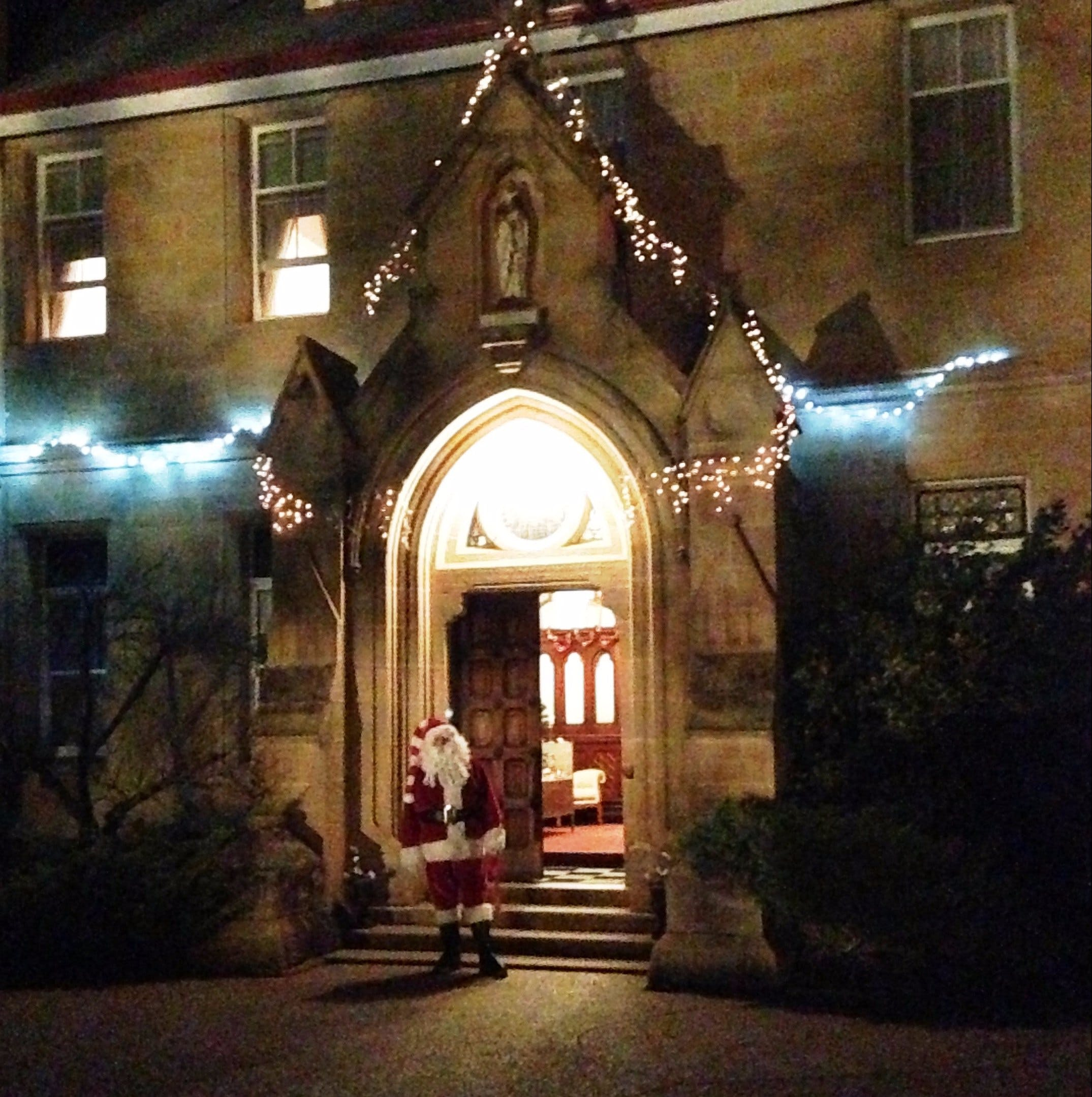Abbey of the Roses - Christmas in July - Accommodation Bookings
