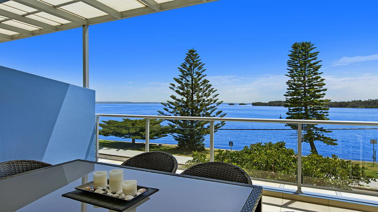 Lakeside Waterfront Apartment 18 The Entrance - Accommodation Bookings