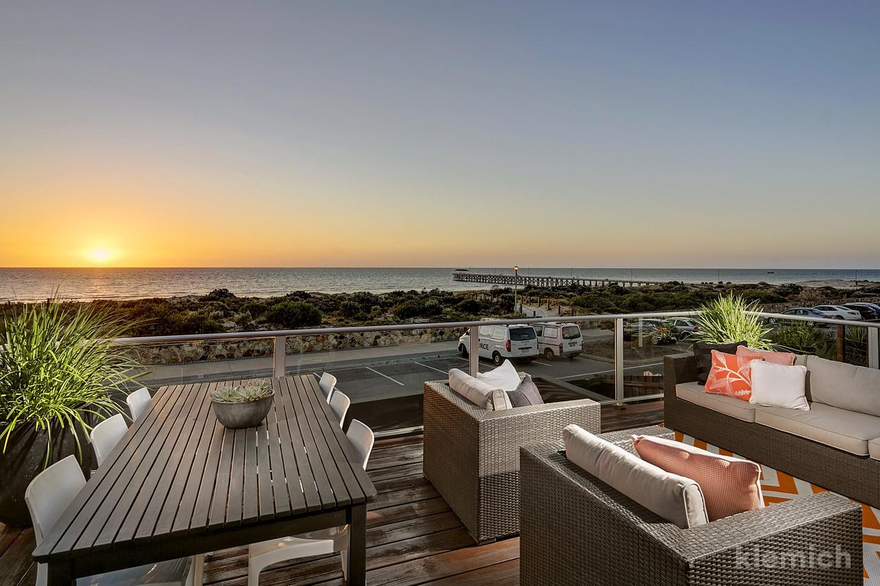 The Beach House  Grange - Accommodation Bookings