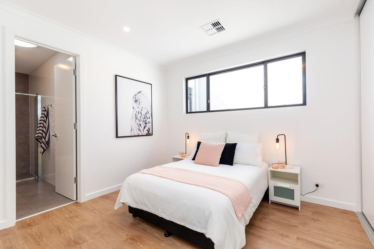 Brand new affordable luxury 3 bedroom 3 bathrooms house close to Adelaide city Chinatown beach Adelaide Airport - Accommodation Bookings
