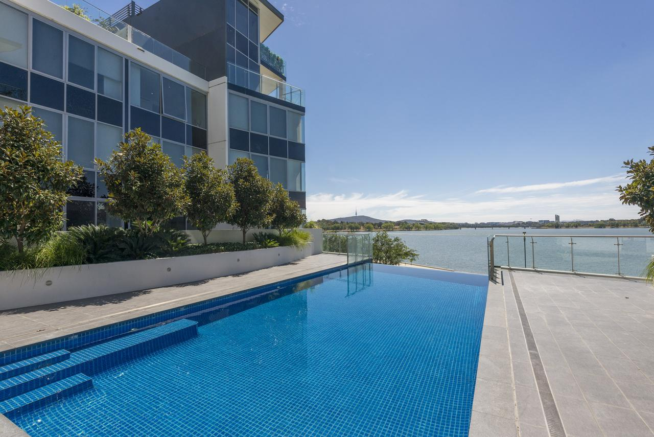 Accommodate Canberra - Lakefront - Accommodation Bookings