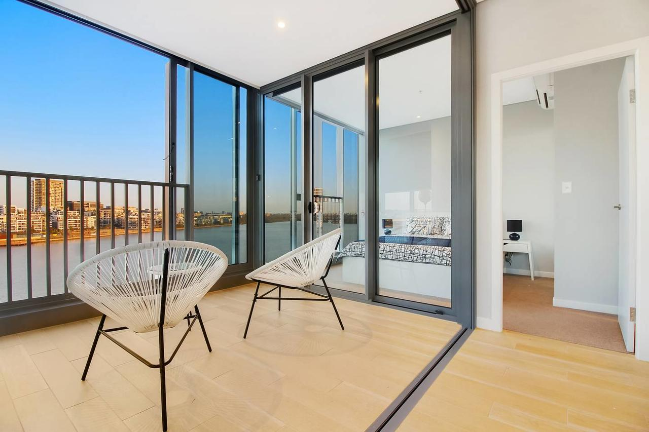 Brand New 3 Bedrooms Apt with Waterfront View - Accommodation Bookings