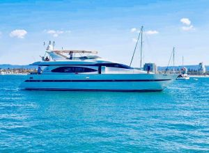 Million dollar Luxury 90ft yacht in Gold Coast - Accommodation Bookings