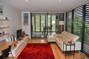 Spacious Apartment in the Heart of Melbourne's CBD