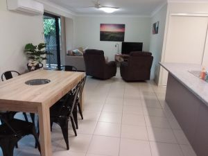 Waratah and Wattle Apartments - Accommodation Bookings